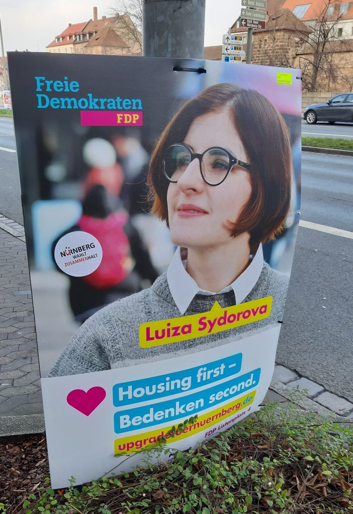 Eines der Wahlplakate der FDP Nürnberg - Denglisch